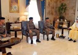 سمو الأمير خالد الفيصل يقلد عدداً من الضباط رتبهم الجديدة