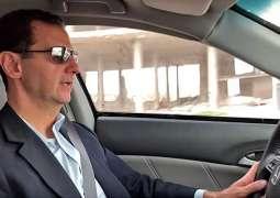 الرئیس السوري بشار الأسد یقود سیارتہ بنفسہ ۔۔۔۔۔۔۔۔ ولکن لماذا ؟