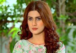 Kubra Khan rebuffs rumors about leaving showbiz industry