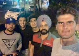 Indian Cab driver meets Pakistani cricketers, says he equally loves Pakistan