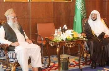 رئیس جمعیة أھل الحدیث المرکزیة الأستاد ساجد میر یلتقي وزیر الشوٴون الاسلامیة السعودي الدکتور عبداللطیف بن عبدالعزیز
