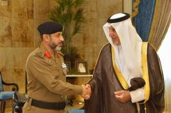 سمو الأمير خالد الفيصل يقلد قائد القوة الخاصة لأمن المسجد الحرام رتبته الجديدة