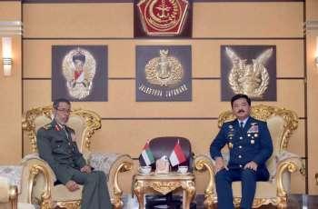 رئيس الأركان يلتقي مسؤولين إندونيسيين في جاكرتا
