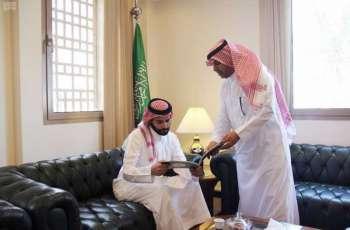 سمو الأمير سلطان بن أحمد يباشر مهام عمله في سفارة المملكة لدى البحرين ويتفقد أقسام السفارة