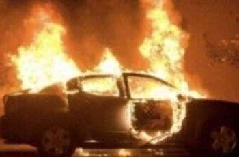 رجل ألماني یحرق زوجتہ داخل سیارتہ