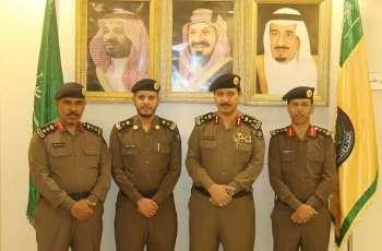 مدير الدفاع المدني بالعاصمة المقدسة يقلد ضابطين رتبتيهما الجديدتين