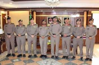مدير شرطة تبوك يقلّد عددًا من الضباط رتبهم الجديدة