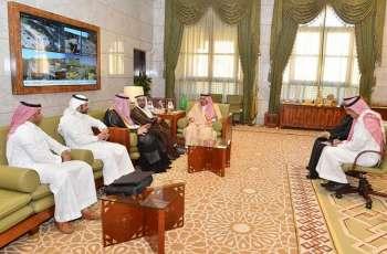 سمو أمير الرياض يستقبل مدير الشؤون الصحية بالمنطقة