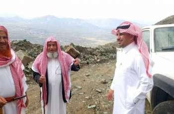 رئيس مركز تهامة بللسمر وبللحمر يتفقد طريق عقبة النجاد