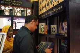 الشؤون الإسلامية تختتم مشاركتها بمعرض الشارقة الدولي للكتاب بتوزيع آلاف المصاحف والإصدارات العلمية