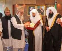 وزير الشؤون الإسلامية يلتقي رئيس جمعية أهل الحديث المركزية في باكستان