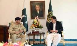رئیس أرکان الجیش الجنرال قمر جاوید باجوہ یجتمع مع رئیس الوزراء عمران خان