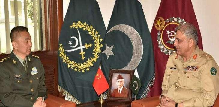 رئیس أرکان الجیش الباکستاني الجنرال قمر جاوید باجوہ یستقبل نائب قائد الجیش الشعبي الصیني الجنرال یوھایتاو