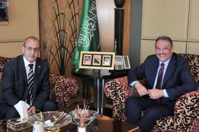 سفير خادم الحرمين الشريفين لدى مصر يستقبل السفير الجزائري بالقاهرة