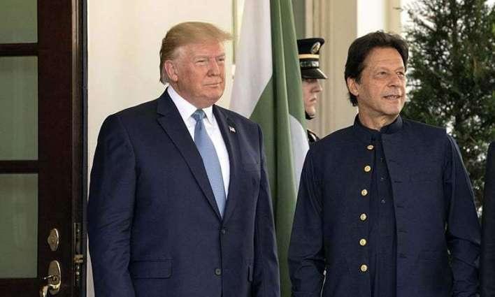 رئیس الوزراء عمران خان یجري اتصالا ھاتفیا مع الرئیس الأمریکي دونالد ترامب