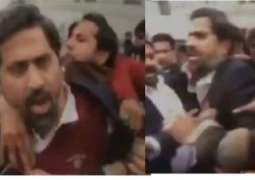 Lawyers torture Punjab Information Minister Fayyaz ul Hassan Chohan