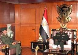 رئيس المجلس السيادي في السودان يلتقي رئيس الأركان