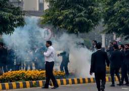 Lawyers go on strike, Pakistan Medical Association to observe 'Black Day' on Dec 16