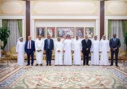 حمدان بن راشد يستقبل رئيس وأعضاء مجلس إدارة الهيئة العربية للاستثمار والإنماء الزراعي