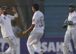 Sri Lanka struggle after Pakistan collapsed for 191 for 11