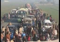 3 friends die in road mishap in Gujranwala