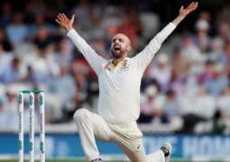 Lyon shrugs off Warne's suggestion to rest in Sydney Test