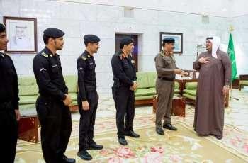 سمو نائب أمير منطقة الرياض يكرم عددا من أفراد الدوريات الأمينة لقاء تميزهم