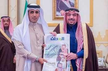الأمير فيصل بن مشعل يتسلم ملحق صحيفة الوطن بمناسبة مرور خمس سنوات على تولية إمارة منطقة القصيم