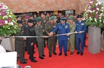 الرميثي يحضر افتتاح معرض الخليج للدفاع والطيران بالكويت