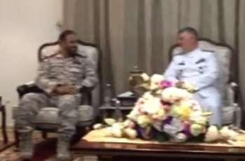 قائد القوات البحریة القطریة یستقبل نظیرہ الایراني حسین خانزادي