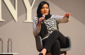 سفیرة المملکة العربیة السعودیة لدي الولایات المتحدة الأمیرة ریما بنت بندرتزور فلوریدا لتقدیم التعازي لعائلات الھجوم