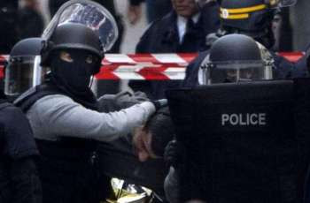 Man Threatening Police Officers With Bladed Weapons Neutralized in Paris Suburbs - Police