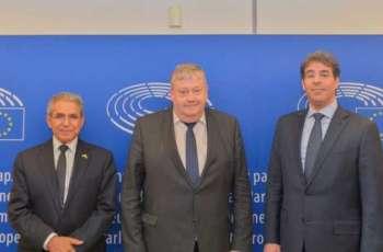رئيس هيئة حقوق الإنسان يلتقي نائب رئيس بعثة العلاقات لبلدان شبه الجزيرة العربية في البرلمان الأوروبي