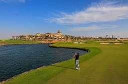 ملعب الغولف والنادي الريفي