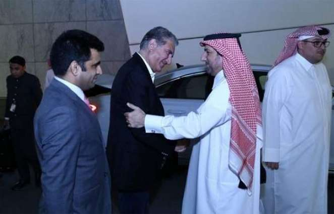 وزیر الخارجیة الباکستاني شاہ محمود قریشي یصل الي دولة قطر في زیارة رسمیة