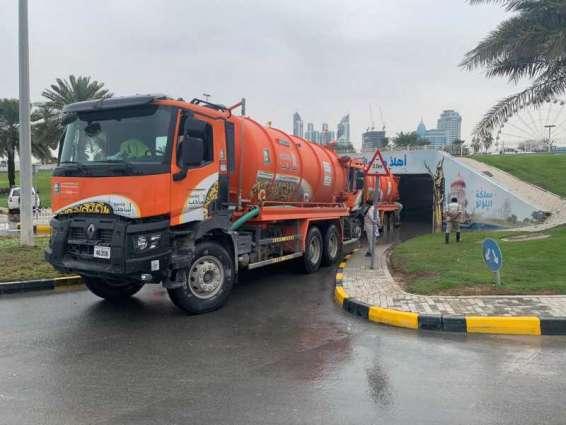 بلدية الشارقة تؤكد جاهزيتها للتعامل مع هطول الأمطار