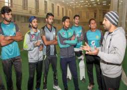 Sarfraz meets U19 players, shares his experience with them