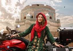 Canadian Traveler Rosie Babrielle turns Muslim