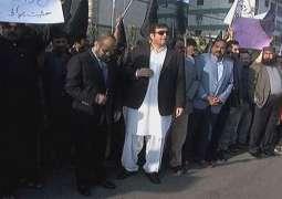 Industrial zones protest against gas shortage in Karachi