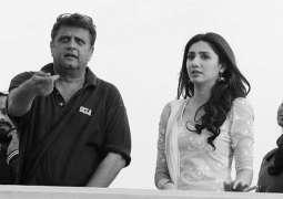 Mahira Khan learns how to fly kites from Rahul Dholakia
