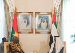 محمد بن زايد و رئيس بوركينا فاسو يبحثان علاقات البلدين ويشهدان تبادل اتفاقيتي تعاون