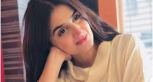 Hira Mani wishes wedding anniversary to her parents with emotional note