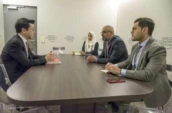 """خالد بن محمد بن زايد يبحث التعاون الاستراتيجي مع وزراء ومسؤولين على هامش منتدى """" دافوس"""""""