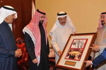سمو سفير خادم الحرمين الشريفين لدى مملكة البحرين يزور مركز عيسى الثقافي