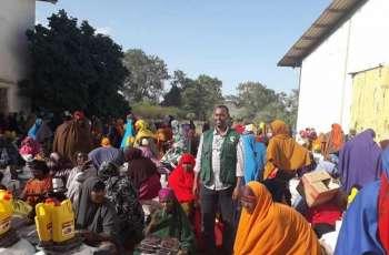 مركز الملك سلمان للإغاثة يوزع سلال غدائية لمتضرري الفيضانات في محافظة بلعد بالصومال