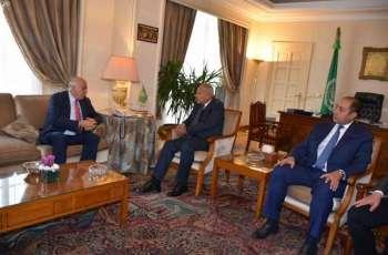 الأمين العام للجامعة العربية يبحث مع مسؤول فلسطيني تطورات الأوضاع في الاراضي المحتلة