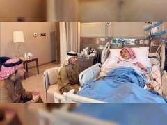 سالم بن سلطان القاسمي يزور عيسى بن راشد آل خليفة في المستشفى العسكري بالبحرين