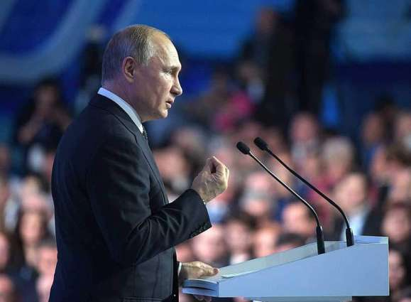Putin Says to Introduce High-Speed Internet Throughout Russia's Schools by 2021