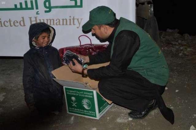 مركز الملك سلمان للإغاثة يوزع 1,000 حقيبة شتوية في إقليم خيبر بختون خوا الباكستاني