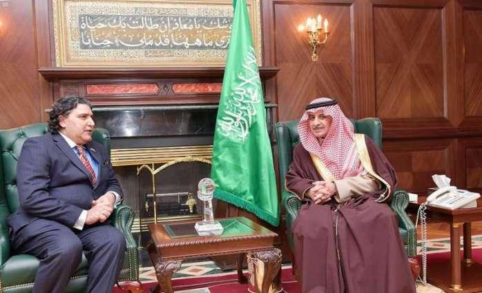 سمو أمير منطقة تبوك يستقبل سفير باكستان لدى المملكة